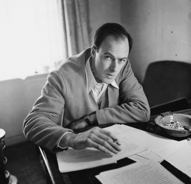 Roald Dahl ok. 1951 / © RDNL. Permission courtesy of The Roald Dahl Museum and Story Centre